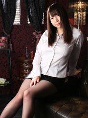 サラサラ黒髪ロングヘアが魅力的な清純系美女♪