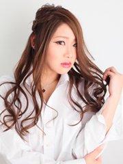 エロカワ美女がトップレスで…!!