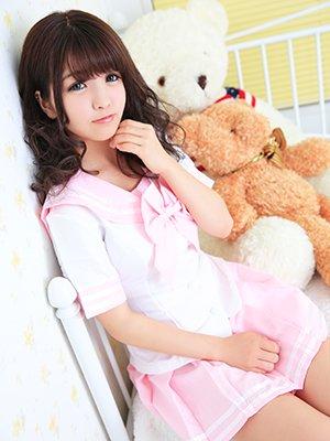ブログでNo.1にのぼりつめた愛嬌たっぷりのアノ子がロリロリピンク制服にお色直し!?