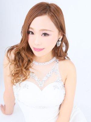 魅惑の笑顔、白銀のドレス、色白でとっても眩しい美女♪