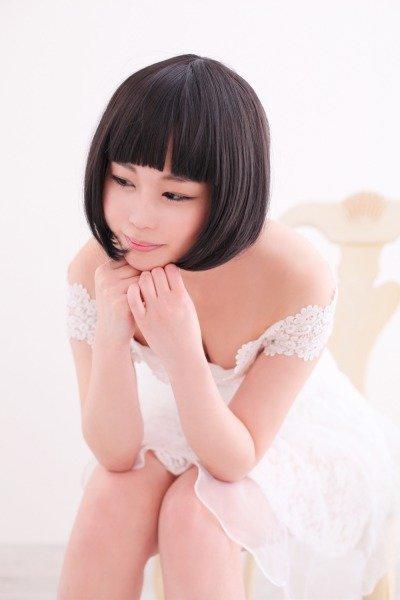 白ワンピが似合うパッキリ系女子in渋谷
