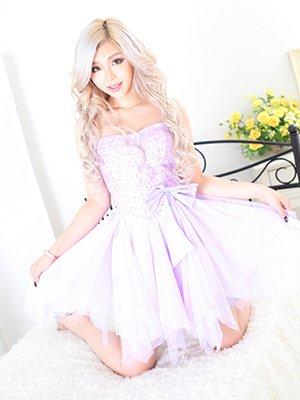 看板娘、お色直しはふわふわミニドレスで。