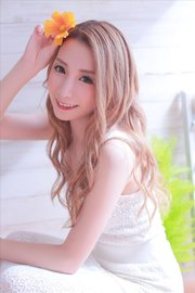 女神のような微笑み★『シェリエ』の癒し系美女と乾杯!