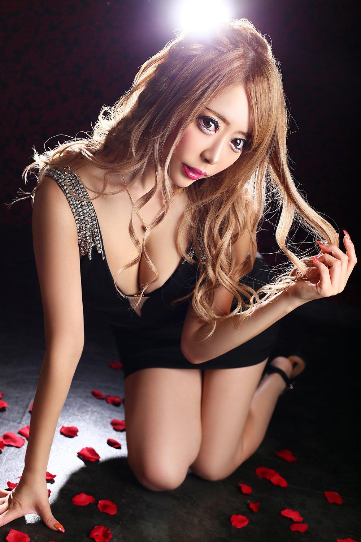 歌舞伎町の秘蔵っ子、男が絶対に憧れる職業三冠王の彼女が最後に選んだのは…!?
